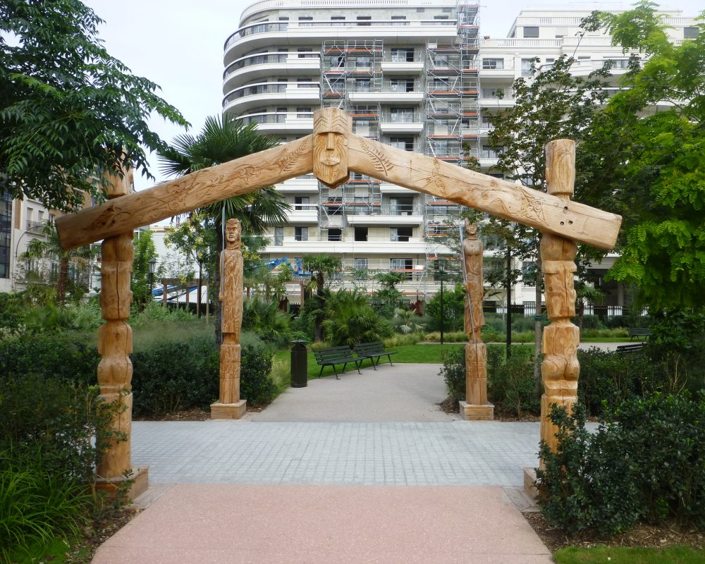 grande sculpture en bois